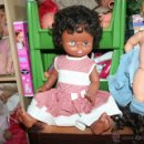 Otras Muñecas de Famosa: ENORME MUÑECA DE FAMOSA NEGRITA OJOS MARGARITA. Lote 49113424