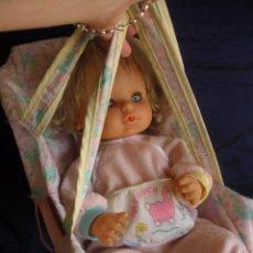 Otras Muñecas de Famosa: MUÑECA NENUCA NENUCO EN CANASTILLA HAMACA SILLA AÑOS NOVENTA. Lote 49190874