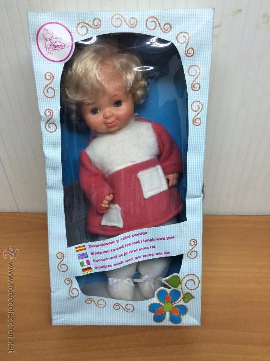 MUÑECA BABY RIE DE FAMOSA SIN USAR PERO NO FUNCIONA (Juguetes - Muñeca Española Moderna - Otras Muñecas de Famosa)