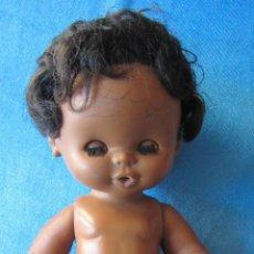 Otras Muñecas de Famosa: CURRINA NEGRA. HACE PIPÍ. OJOS AZULES. FAMOSA. . Lote 54924172