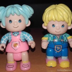 Otras Muñecas de Famosa: LOTE MUÑECO RUBIO Y MUÑECA PELO AZUL PIN Y PON GRANJA GRANJEROS PINYPON DE FAMOSA. Lote 57362131