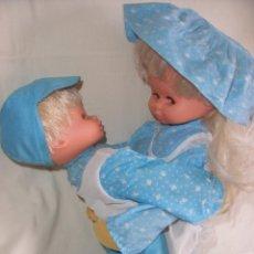 Otras Muñecas de Famosa: BONITA MUÑECA CON MUÑECO ABRAZADOS DE LA FAMOSA MARCA ? PAREJA DE MUÑECOS. Lote 57514817