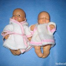 Otras Muñecas de Famosa: PAREJA BARRIGUITAS DE FAMOSA. ESTA SUCIA DE ALMACENAJE. Lote 72268687