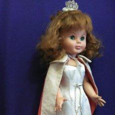 Otras Muñecas de Famosa: MUÑECA PIERINA CON CONJUNTO REINA POR UN DIA. Lote 75657995