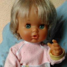 Otras Muñecas de Famosa: TRAJECITO DE NENUCA MUÑECA DE REGALO AÑOS 80. Lote 182494605