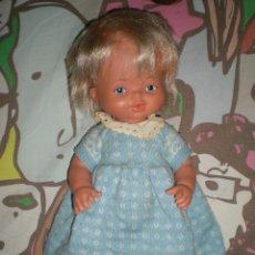 Otras Muñecas de Famosa: BONITO MUÑECO NENUCO LLORA DE FAMOSA AÑOS 80 VESTIDO AZUL DE ORIGEN NO FUNCIONA. Lote 85084388