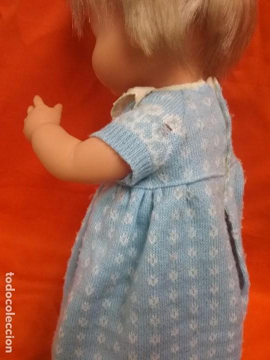 Otras Muñecas de Famosa: ANTIGUA MUÑECA NENU LLORA DE FAMOSA - ROPA ORIGINAL - AÑOS 70 - Foto 6 - 86187716