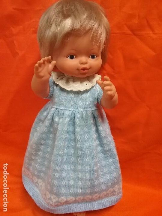 ANTIGUA MUÑECA NENU LLORA DE FAMOSA - ROPA ORIGINAL - AÑOS 70 (Juguetes - Muñeca Española Moderna - Otras Muñecas de Famosa)