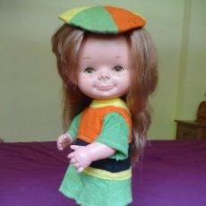Otras Muñecas de Famosa: MUÑECA CHATUCA DE FAMOSA PELIRROJA A CAPAS CON CONJUNTO ORIGINAL AÑOS 70. Lote 86454440