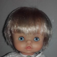 Otras Muñecas de Famosa: MUÑECA CHIQUITINA DE FAMOSA AÑOS 70 OJOS AZULES MARGARITA DURMIENTES CON ROPA. Lote 86482824