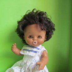 Otras Muñecas de Famosa: CURRINA NEGRITA DE FAMOSA CON IRIS MARGARITA MARRÓN.. Lote 87010056