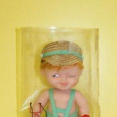 Otras Muñecas de Famosa: MUÑECO TUNANTE DE FAMOSA CON SU TIRACHINAS DE ORIGEN EN CAJA - AÑOS 70. Lote 103056195