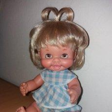 Otras Muñecas de Famosa: MUÑECA MAY DE FAMOSA TAMAÑO PEQUEÑO AÑOS 70 OJOS MARGARITA MIEL CLARITOS. Lote 104093323