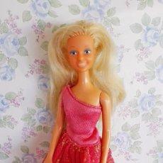 Otras Muñecas de Famosa: VESTIDO B - FIESTA ROSA FUCSIA MUÑECA DARLING FAMOSA Nº 1800. Lote 107281627