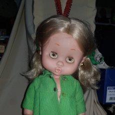 Otras Muñecas de Famosa: PRECIOSA CAROL DE FAMOSA AÑOS 60 . CHAQUETA ORIGINAL . OJOS MARGARITA MARRÓN . ANTERIOR A NANCY. Lote 109247278