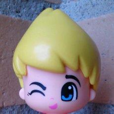 Otras Muñecas de Famosa: PINYPON FAMOSA CHICO DOBLE CARA CAMISETA ROJA. Lote 110455467