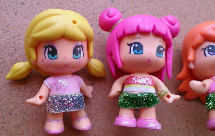 Otras Muñecas de Famosa: Lote 4 muñecas Pinypon Famosa faldas Purpurina - Foto 2 - 149429698