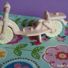 Otras Muñecas de Famosa: BICICLETA ROSA DE PIN Y PON VINTAGE AÑOS 80 DE FAMOSA. Lote 111000255