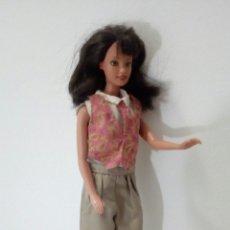 Otras Muñecas de Famosa: BARBIE D E LOS AÑOS 90.SE VENDE VESTIDA.. Lote 112130854