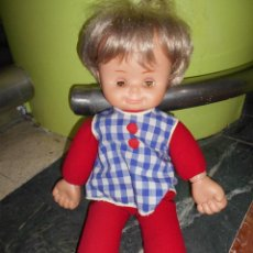 Otras Muñecas de Famosa: ANTIGUA MUÑECA FAMOSA IRIS MARGARITA DE TRAPO TODO ORIGINAL 42 CM APROX VER FOTOS DETALLES RARA. Lote 153359749