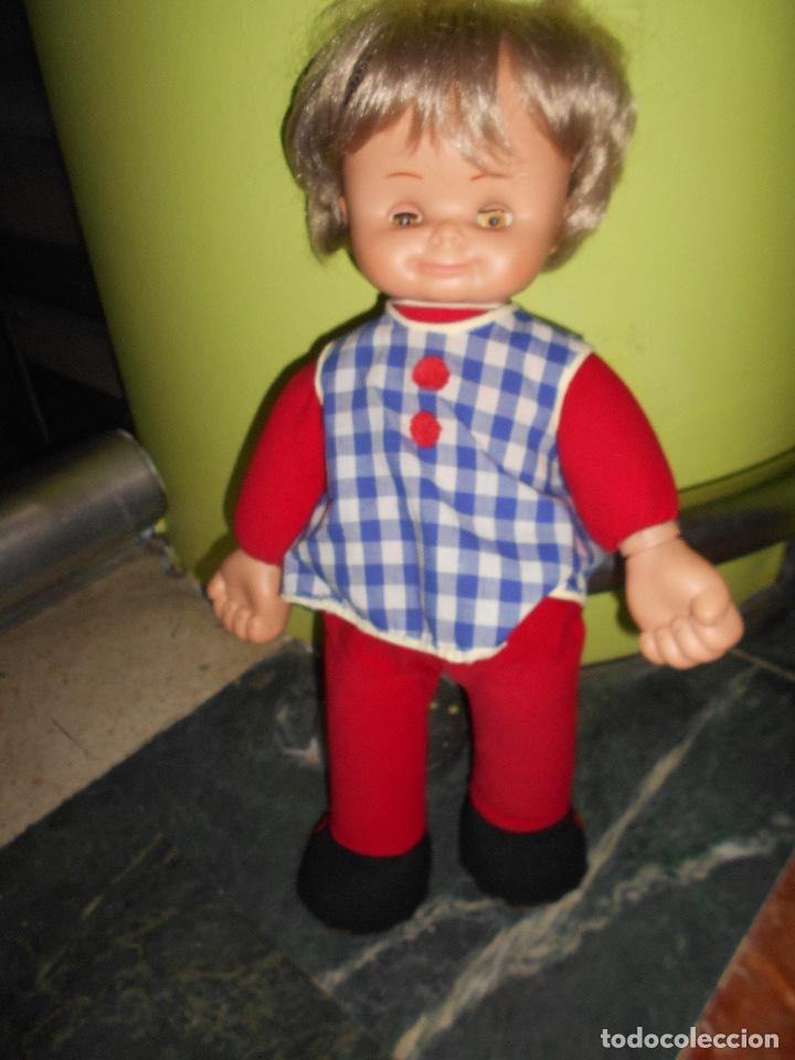 Otras Muñecas de Famosa: ANTIGUA MUÑECA FAMOSA IRIS MARGARITA DE TRAPO TODO ORIGINAL 42 CM APROX VER FOTOS DETALLES RARA - Foto 3 - 153359749