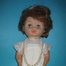Otras Muñecas de Famosa: ANTIGUA MUÑECA DUNIA DE FAMOSA AÑOS 50 / 60 PLASTICO Y GOMA ARTICULADA OJOS DURMIENTES ROPA ORIGINAL. Lote 112904791