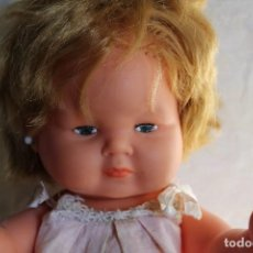 Otras Muñecas de Famosa: MUÑECA DULCITA DE GAMA CON ROPA ORIGINAL TAMAÑO NENUCO. Lote 113423423