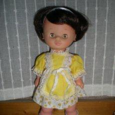 Otras Muñecas de Famosa: PRECIOSA MUÑECA MIMITA DE FAMOSA OJOS MARGARITA AÑOS 60 MUY BUEN ESTADO PELO CORTO MORENO DE ORIGEN. Lote 115043615