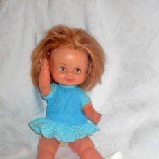 Otras Muñecas de Famosa: PRECIOSA MUÑECA DE FAMOSA DE LOS AÑOS 70. ¿EVELYN? ¿BEGOÑA? CON ROPA Y ZAPATOS.. Lote 115456423