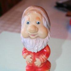 Otras Muñecas de Famosa: ENANITO DORMILÓN *** MUÑECO DE GOMA CUENTO DE BLANCANIEVES *** FAMOSA. Lote 115722935