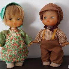 Otras Muñecas de Famosa: PAREJA DE MUÑECOS MAY DE FAMOSA ALDEANOS COMO NUEVOS!!. Lote 116090696
