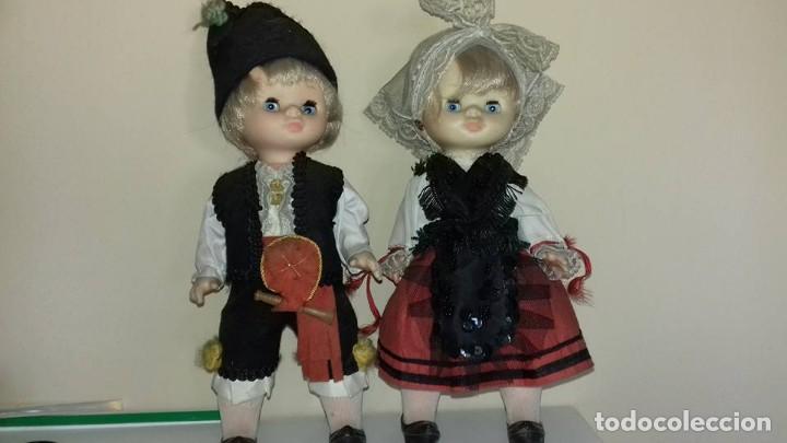 DOS MUÑECAS MIMITAS REGIONALES DE FAMOSA OJOS MARGARITA TAMAÑO LESLY (Juguetes - Muñeca Española Moderna - Otras Muñecas de Famosa)