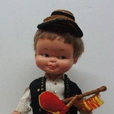 Otras Muñecas de Famosa: MUÑECO DE FAMOSA VESTIDO DE TRAJE TÍPICO .. Lote 117113163
