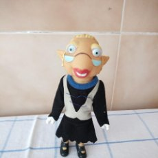 Otras Muñecas de Famosa: LUMBRELA PROFESORA DE LOS LUNNIS DE FAMOSA . Lote 120142979