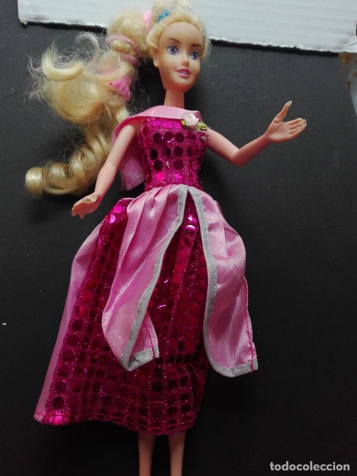 Otras Muñecas de Famosa: Muñeca Barbie de Mattel articulada medidas 32,6cm complementos - Foto 2 - 121215103