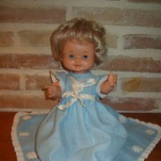 Otras Muñecas de Famosa: MUÑECA MAY FAMOSA, CON VESTIDO BAUTIZO O CRISTIANAR. Lote 124282679