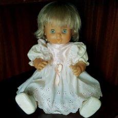 Otras Muñecas de Famosa: MUÑECA NENUCA DE FAMOSA AÑOS 80 CON VESTIDO Y ZAPATOS ORIGINALES. Lote 124669619