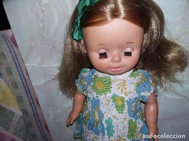 Otras Muñecas de Famosa: bonita muñeca leila andadora de famosa rubia cerveza año 70 funcionando ropa original lee descripcio - Foto 5 - 125403831