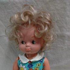 Otras Muñecas de Famosa: ANTIGUA MUÑECA SALTARINA DE FAMOSA CON VESTIDO ORIGINAL. Lote 127782179