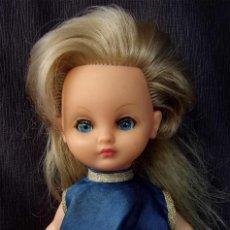 Otras Muñecas de Famosa: ANTIGUA MUÑECA DE PLÁSTICO RÍGIDO. BELLA. FABRICADA EN FRANCIA. AÑOS 60. NO ES NANCY.. Lote 127905359