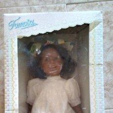 Otras Muñecas de Famosa: 1996. MUÑECA MORENA SERIE REAL COLLECTION DE FAMOSA. CAJA 51 X 29 X 15 CM. ALTURA DE LA MUÑECA 45 CM. Lote 128657707