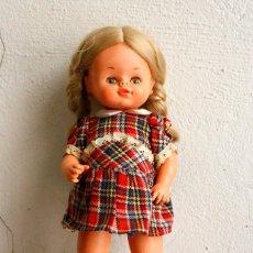 Otras Muñecas de Famosa: MUÑECA DE FAMOSA A PILAS.. Lote 128962131