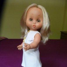 Otras Muñecas de Famosa: MUÑECA CAROL DE FAMOSA AÑOS 70 EPOCA NANCY OJOS MARRON MARGARITA LEER. Lote 130051323