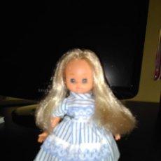 Otras Muñecas de Famosa: BONITA ALINA CON TRAJE ORIGINAL. . Lote 130202563