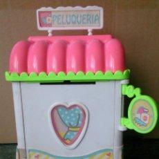 Otras Muñecas de Famosa: PINYPON GIRL AÑO 1992 PELUQUERÍA CASITA DE MODAS. Lote 130329738
