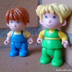 Otras Muñecas de Famosa: PAREJA DE MUÑECOS PINYPON AÑO 1999, CHICA VERDE. Lote 130955536