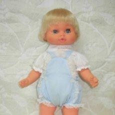 Otras Muñecas de Famosa: MUÑECO PRIMEROS PASOS DE BERJUSA *CON SU ROPITA DE ORIGEN COMPLETA*. Lote 143928989