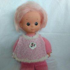 Otras Muñecas de Famosa: MUÑECA BABY ROSA DE FAMOSA DE MEDIADOS DE LOS 80 -- CON LOS COMPLEMENTOS. Lote 136423690