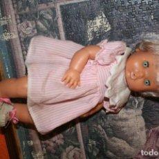 Otras Muñecas de Famosa: ANTIGUA MUÑECA NENUCA ROPA ORIGINAL . Lote 142436598