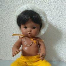 Otras Muñecas de Famosa: ANTIGUO NENUCO ESQUIMAL DE FAMOSA CON PRENDAS DE ORIGEN. AÑOS 80. Lote 178989452